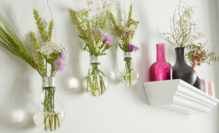 Vasen aus alten Glühbirnen